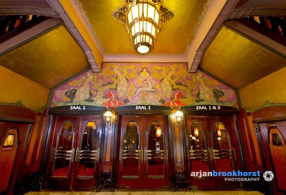 Theater Tuschinki, entree naar de filmzalen. Foto: Arjan Bronkhorst
